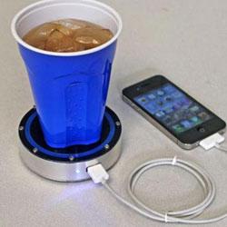 """边喝饮料边充电!可为手机充电的""""饮杯垫"""""""